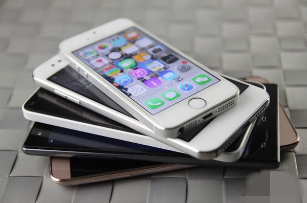 二手手机回收网上平台展示的旧苹果手机