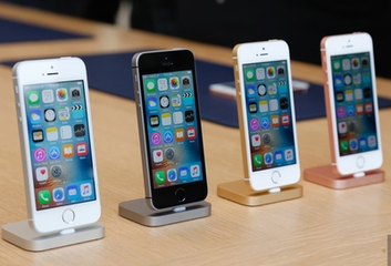 手机回收网陈列的4台苹果手机回收品